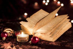 Aufgeschlagenes Buch zu Weihnachten © Fotolia-Janny2